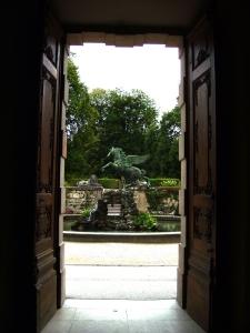 BT2010 Doorway To Gardens